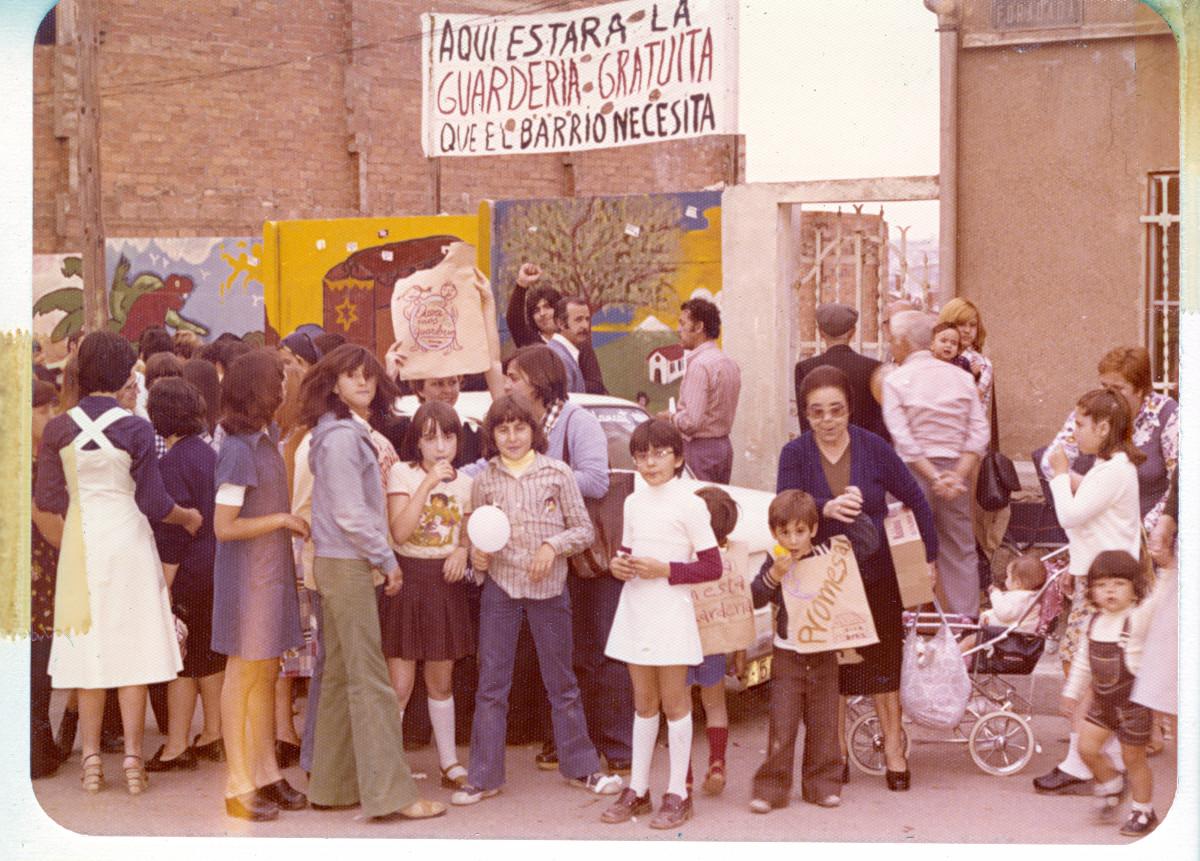 Concentració en demanda d'una escola bressol al barri, 1977.